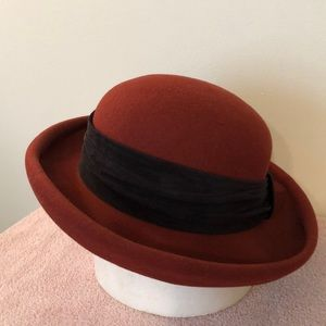 Toucan collection 100% wool hat with suede sash